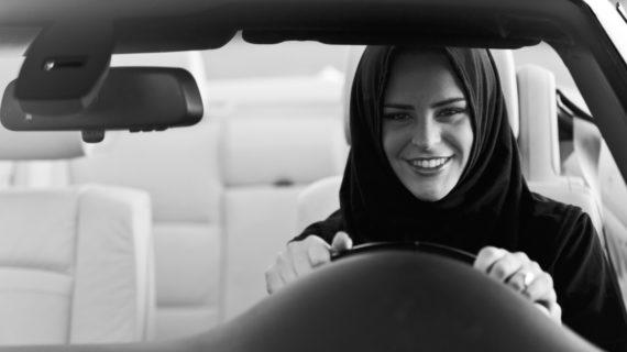 L'Arabia Saudita dice si alle donne: da oggi potranno guidare le auto.