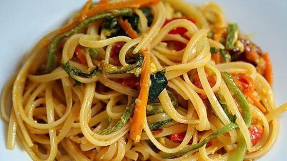 La ricetta del giorno: linguine con verdure croccanti.
