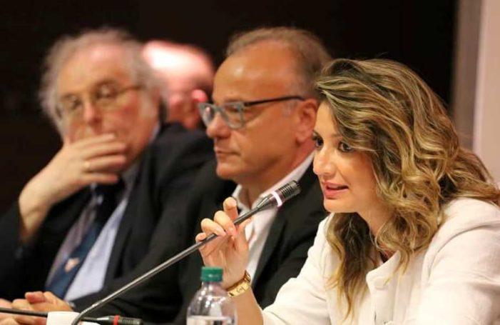 """Anche in Abruzzo – parafrasando il famoso slogan pubblicitario di qualche tempo fa – """"NO Democrazia Cristiana, NO party !""""."""