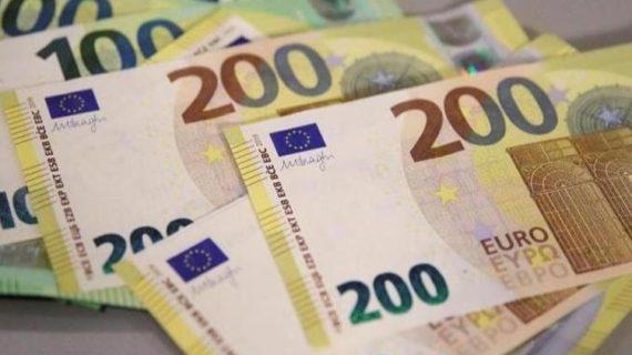 Le nuove banconote da 100 e 200 euro presentate dalla BCE.