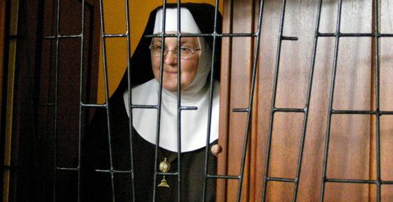 Invito del Comitato Solidarietà (Democrazia Cristiana) a sostenere i Monasteri delle suore claustrali in grave difficoltà economica.