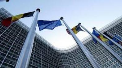 La Ue boccia il Def. Lettera della Commissione europea: la situazione diventa preoccupante sul deficit italiano.