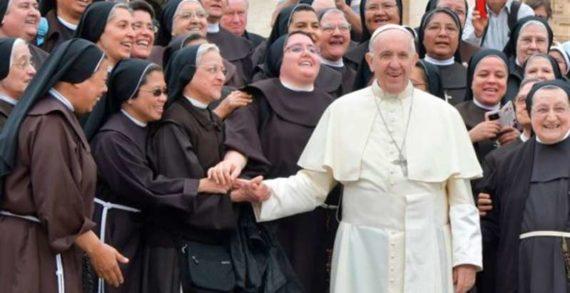 Senza diritti né potere: le donne fuggono dalla Chiesa.