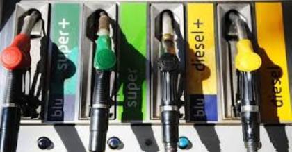 Carburanti, cambiano i nomi. B10 per il gasolio e l'E5 per la benzina: a Gennaio rischio aumento.