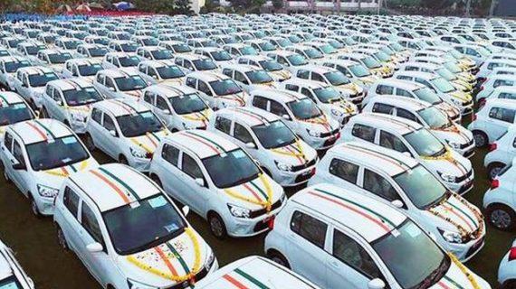 Imprenditore plurimiliardario indiano, regala 600 auto ai dipendenti.