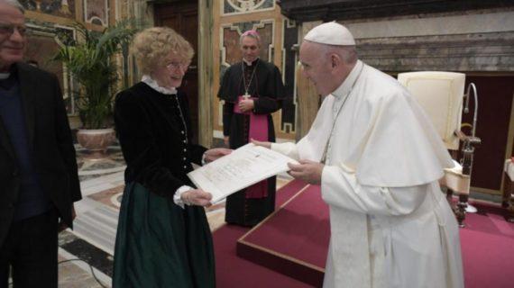 """Papa Francesco: """"Importante dare alle donne ruoli di responsabilità nella Chiesa""""."""