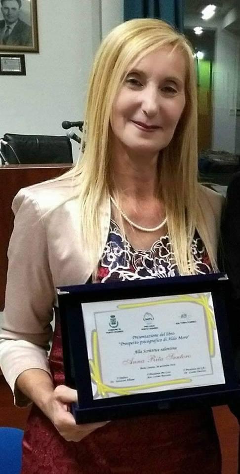 """Anna Rita Santoro premiata al """"XXI° Premio Internazionale Artista dell'Anno C. Colombo"""""""