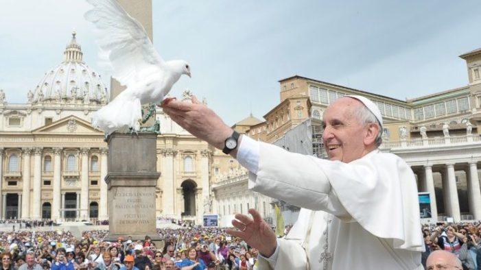 """Le """"porte aperte"""" del Natale di Papa Francesco : la Buona politica è al servizio della pace."""