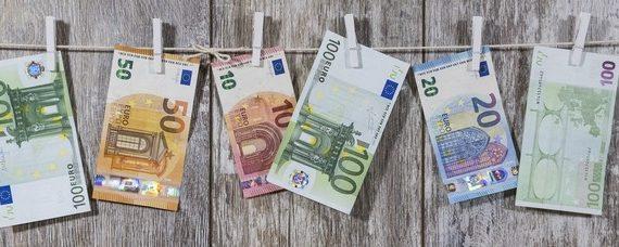 Euro 20 anni dopo, cioè più soldi in tasca in Francia, Germania, Spagna: L' Italia fanalino di coda.