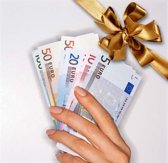 Arriva la tredicesima, ma 11 miliardi andranno al Fisco: una piccola parte sarà spesa e nei regali di Natale