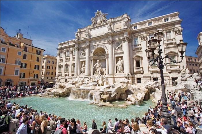 Stop alle Monetine della Fontana di Trevi a favore della Caritas di Roma: scoppia la polemica.