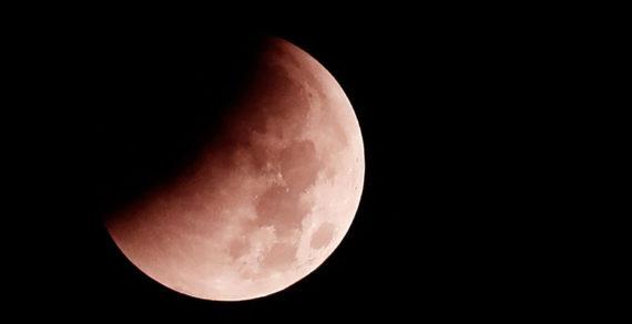 L'eclissi lunare totale del 21 gennaio 2019. Bellezza da non perdere.