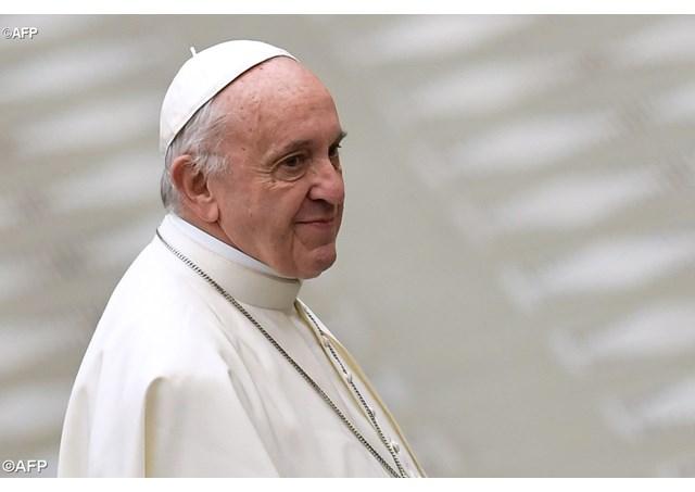 Papa Bergoglio: la preghiera è la vittoria sulla solitudine e sulla disperazione.