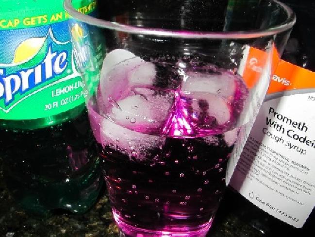 """""""Purple Drank"""": La nuova moda stupefacente dei giovani che ti brucia il cervello."""