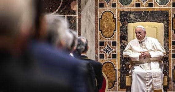 """""""Fumata nera in Vaticano"""": L'accusa del cardinale Kasper: """"Vogliono un nuovo conclave e far dimettere Papa Francesco""""."""