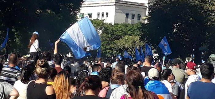 Oltre duecento marce si sono svolte in Argentina a difesa della vita del bimbo che deve nascere.