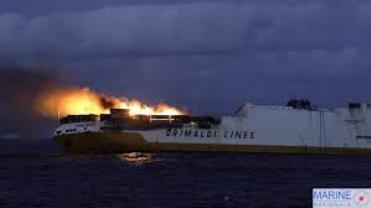 """Incendio a bordo, la nave italiana """"Grande America"""" è affondata nell'Atlantico."""