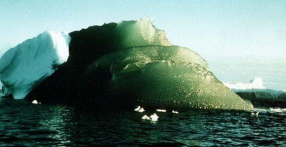 Antartide, risolto il mistero degli spettacolari iceberg verdi: ecco perché sono così.