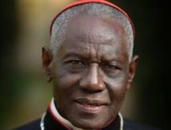 """Il cardinal Sarah: """"La Chiesa è diventata un covo di tenebre, Dio o niente""""."""