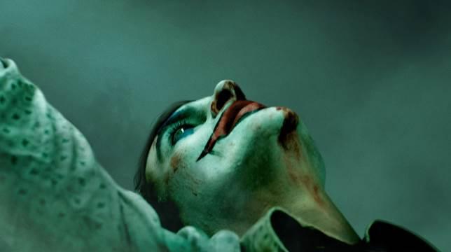 Joker : ecco il primo teaser trailer del film con Joaquin Phoenix nei panni del villain.