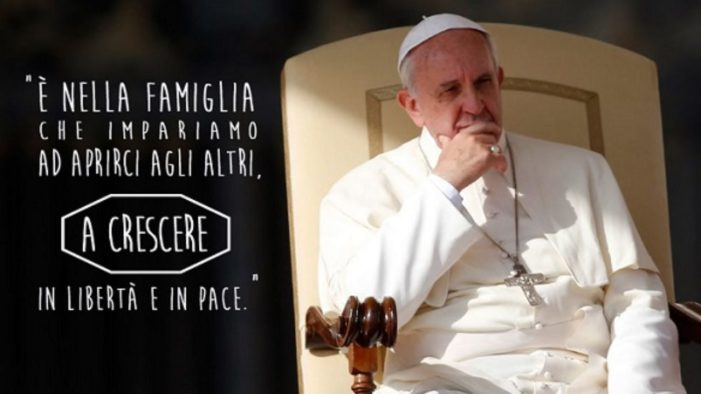 Papa Francesco si rivolge ai giovani: «La famiglia è solo tra un uomo e una donna».