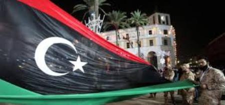 Libia: Tripoli nel pieno caos, gente in strada contro Haftar. Macron è complice?