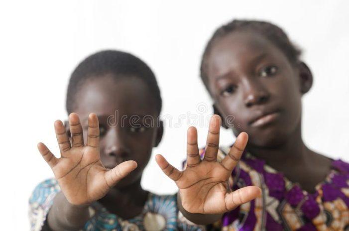 """Il grido di un ragazzo africano: """"In mare si muore una sola volta, da noi tutti i giorni !""""."""