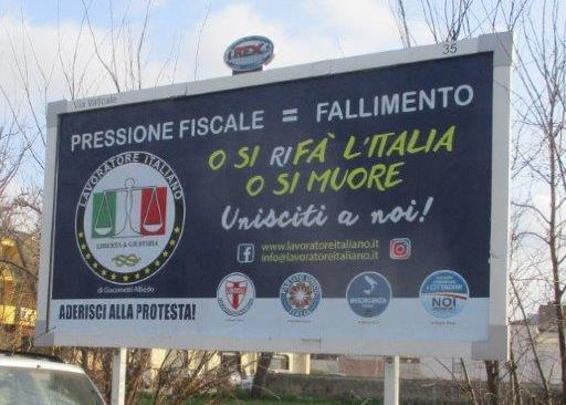 """Ha preso il via a Napoli la campagna di protesta promossa da """"IL LAVORATORE ITALIANO"""" e la DEMOCRAZIA CRISTIANA intitolata: """"O SI RIFA' L'ITALIA O SI MUORE !"""""""