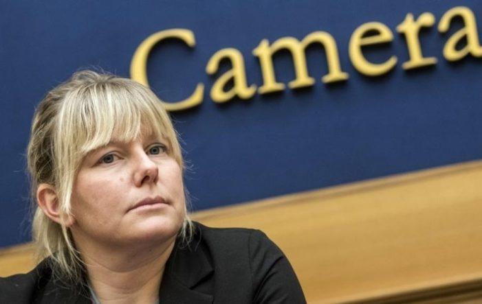LEGGENDE METROPOLITANE: L'ONOREVOLE (in questo caso non tanto) SARA CUNIAL LAVORA ANCHE A PASQUETTA!