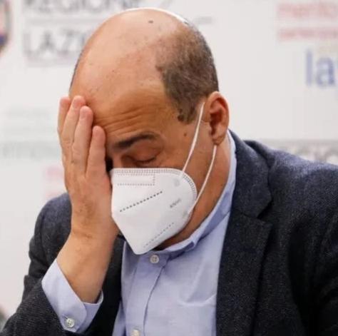 """La solidarietà di Renzi al ex Segretario del P.D.: """"Prendi questa mano… Zinga… !""""."""